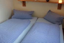 Schlafzimmer mit Doppelbett-Lösung