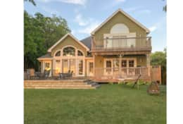 Lakefront 3 decks overlooking majestic views of Lake Huron