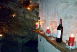 Antica Villa Cortona, winetasting in the antique cellar