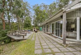 Outdoor deck + pizza oven + fire pit - The River House Gipsy Point - Good House Holiday Rentals