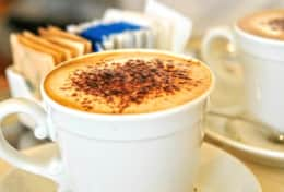Have a nice cappuccino or a prosecco in the bar of the exclusive Hotel Greif.