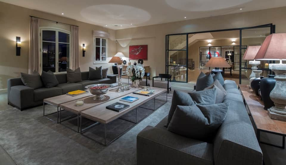 stylist and luxury sir la table.  LB10 Villa Fayence in Tourrettes sur Loup