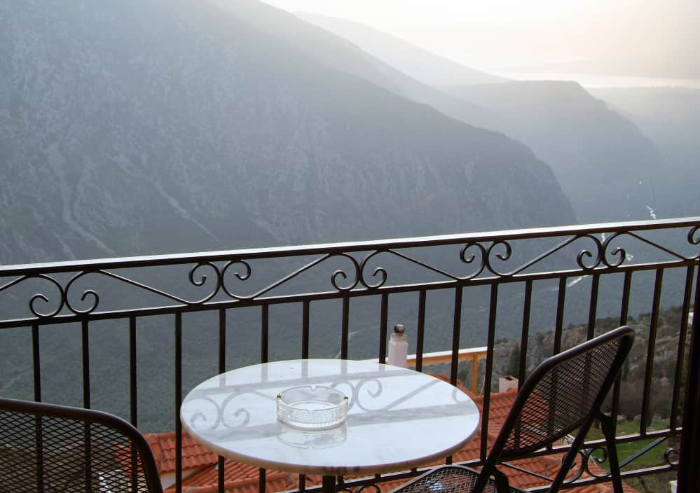hotel-varonos-delphi-triple-room-sea-view