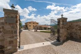 Holiday-in-Tuscany-Poppi-Villa-Borgo-Bibbiena (6)