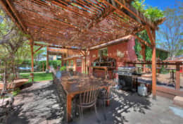 Outdoor Dining Space Cali Cochitta