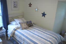 Bedroom 2: Single bed