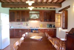 luxuryvacationvillaumbriatuscanyborder-kitchen1