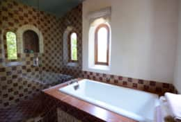 Summer Hall Bathroom 1