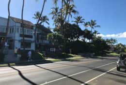 Numerous restuarants right next door to Kihei Akahi