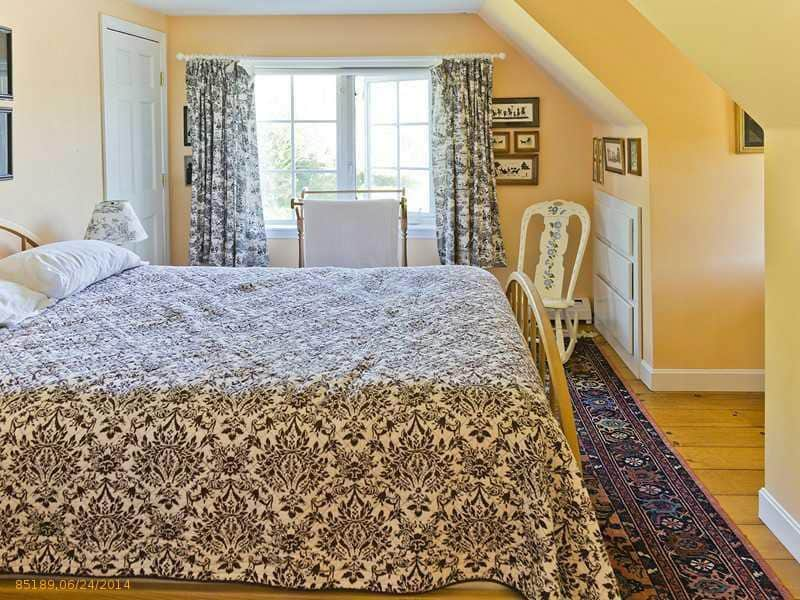 3rd Upstairs Bedroom (Queen)
