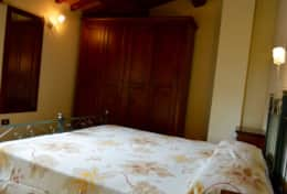 luxuryvacationvillaumbriatuscanyborder-bedroomsecondfloor3